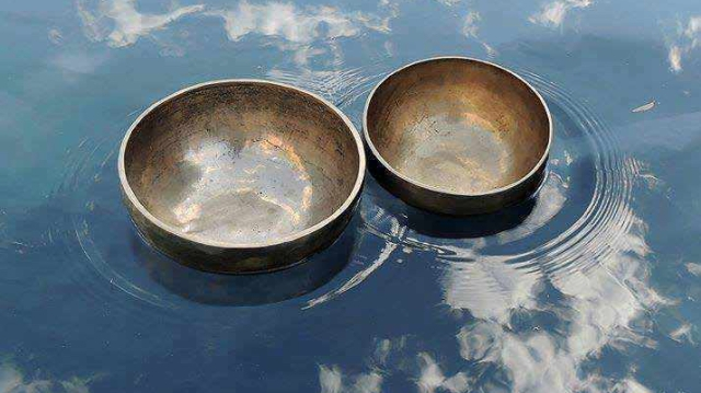 SOUND-WATER™-Singing-bowls-in-water-at-Magic-Water-in-Dune-Eco-Village
